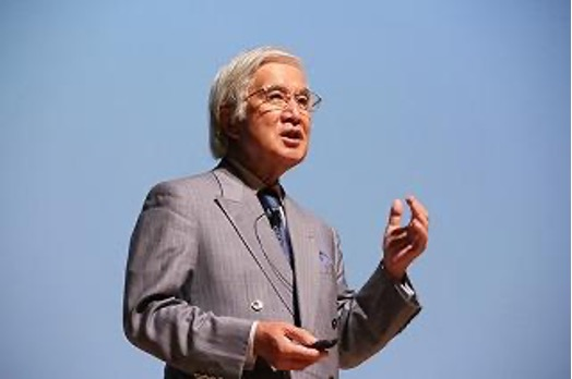 イメージ:埼玉未来大学入学式で講演する埼玉県立大学・田中滋理事長